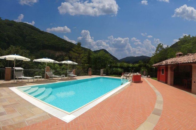 casa vacanza con piscina privata in Garfagnana - immagine 2