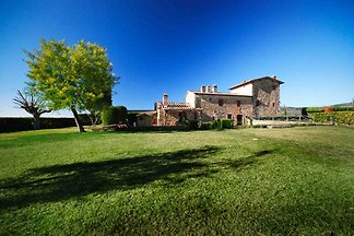 Rustic stone villa in Chianti Classico, near Siena, panoramic position, 2 bedrooms, 3 bathrooms, 2,000 m² garden in the 16-hectare park, pool, WIFI, satellite TV, DVD player, fireplace