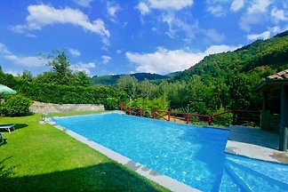 Holiday house with pool in Garfagnana