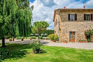 Rustic country house in the province of Siena, panoramic location, 500 m² garden, 150 m² living space, 4 bedrooms, 4 bathrooms, pool, WIFI, satellite TV, fireplace, bicycles
