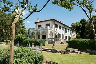 Detached elegant villa in Mugello, near Florence and Autodrome panoramic position, 10,000 m² garden, 6 bedrooms, 7 bathrooms, 600 m² living space, fireplace, pool, barbecue, TV, WIFI