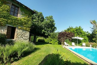 Country house in the Garfagnana with pool