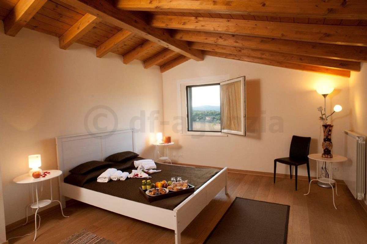 private villa mit eigenem pool ferienhaus in monte san savino mieten. Black Bedroom Furniture Sets. Home Design Ideas