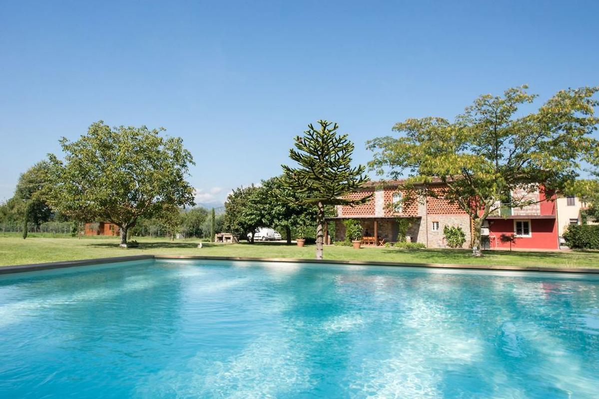 Villa In Lucca Con Piscina Privata In Lucca Azienda Df Agenzia Per Case Vacanze Sig Ra D Fischer