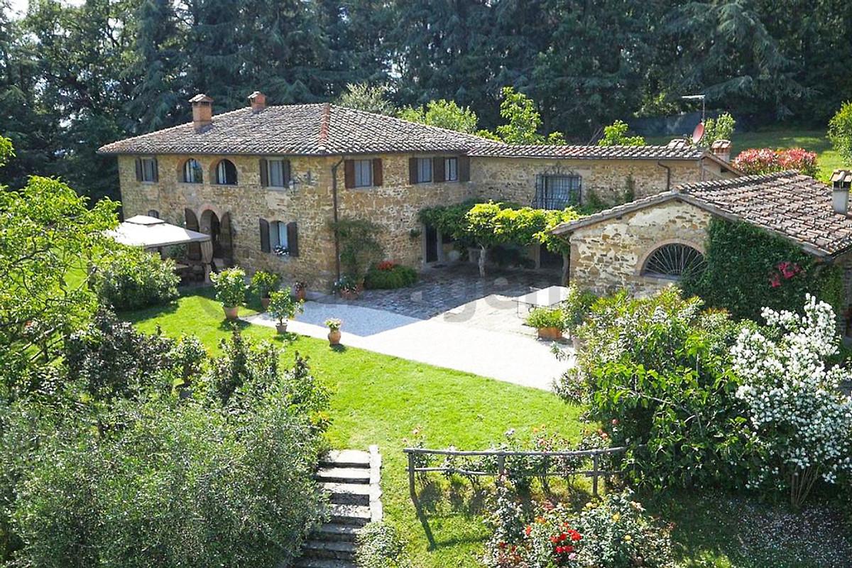 Maniero con piscina privata casa vacanze in borgo san lorenzo affittare - Piscina borgo san lorenzo ...