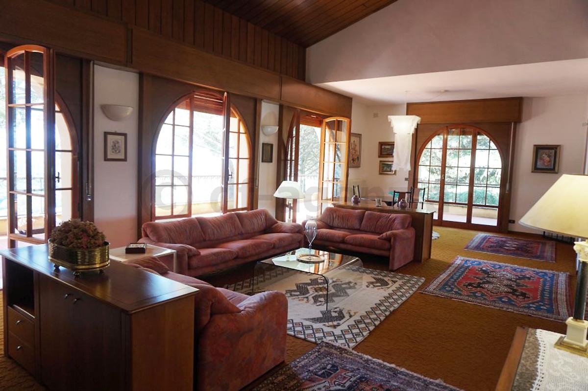 villa mit pool f r 14 personen ferienhaus in arezzo mieten. Black Bedroom Furniture Sets. Home Design Ideas