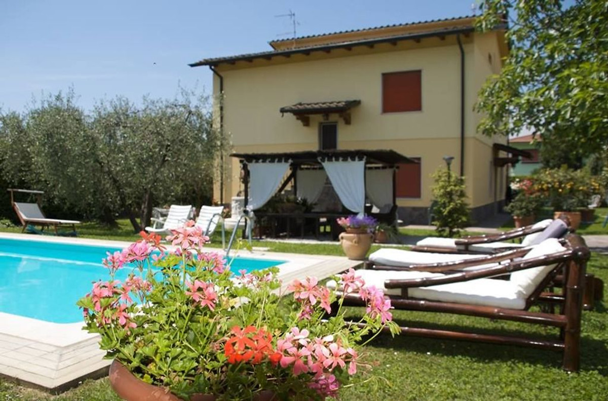 Casa vacanza con piscina privata rosanna casa vacanze in - Casa vacanza con piscina ...
