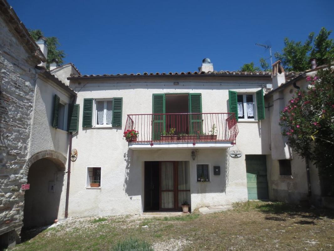 Casa pittura alloggio in arcevia affittare for Piani casa cottage acadian