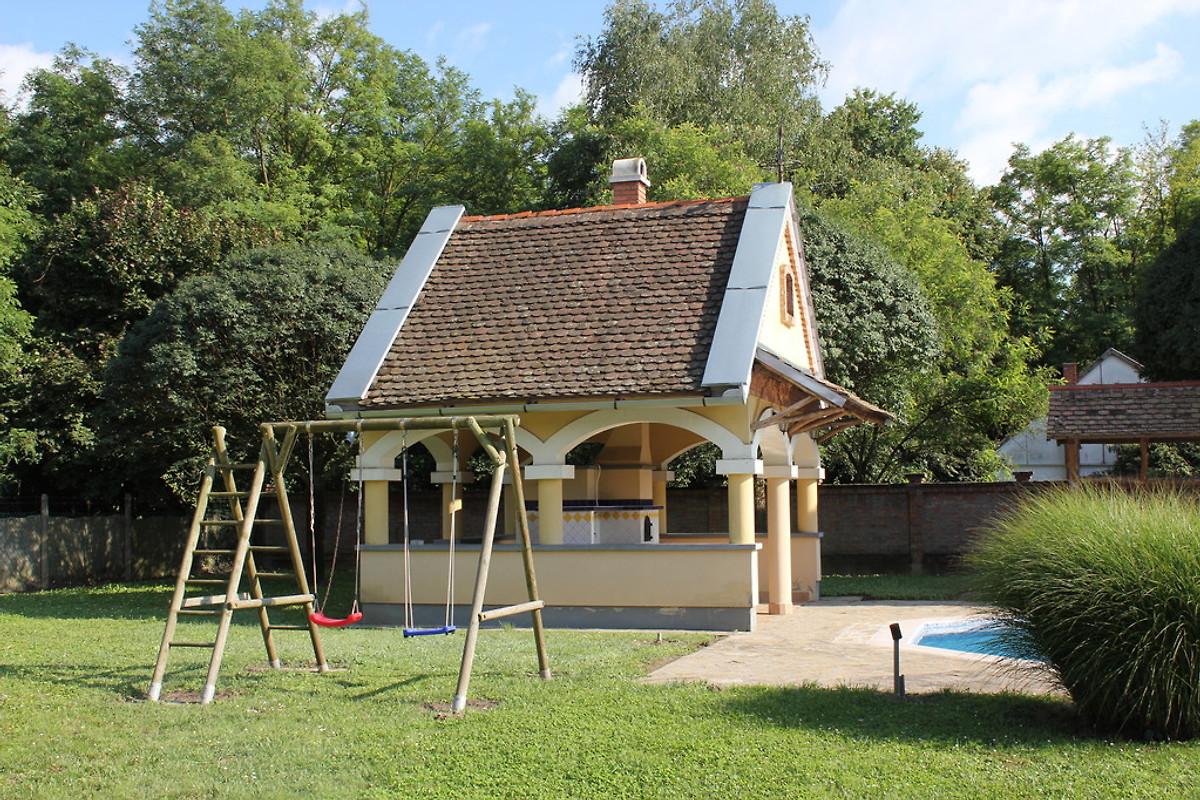 Sommerküche Haus : Freistehende villa mit eigenem pool garten sommerküche und