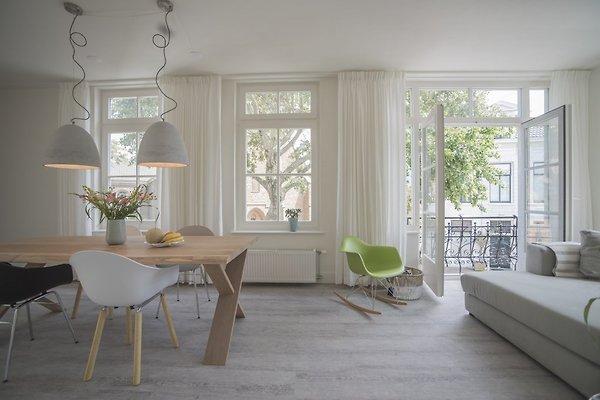 Upstairs in Zandvoort - Bild 1