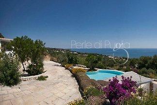 Villa Valeria con piscina. vistas al mar