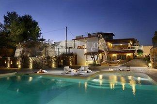 Villa Velia con grande piscina privata