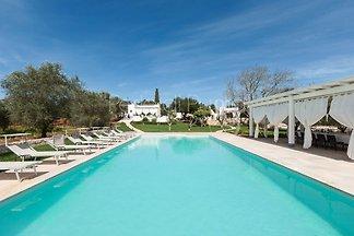 Villa Marchesini a une grande piscine