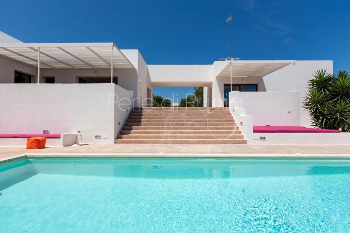 Villa karma con una gran piscina privada casa de for Villas con piscina privada