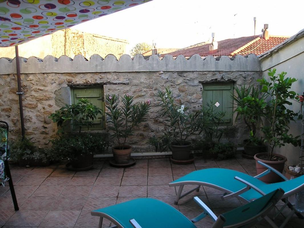 Casa di paese con terrazza sul tetto vicino al mare casa vacanze in pom rols affittare - Terrazza sul tetto ...