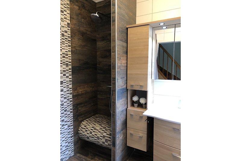 EG Bad begehbare Dusche