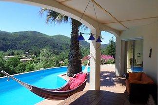 Wunderschönes Ferienhaus für 2 bis 7 Personen, mit eigenem Pool und herrlicher Panoramaaussicht am Rande des pittoresken Dörfchens Olargues im Languedoc.