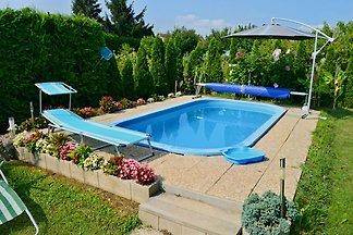 Ferienwohnung Kerti mit Pool