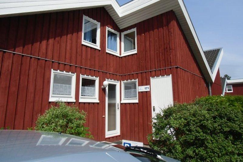 Hauseingang mit Stellplatz