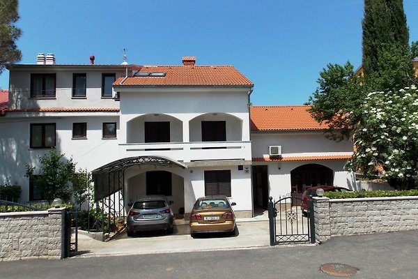 Villa avec 3 appartements à Malinska - Image 1