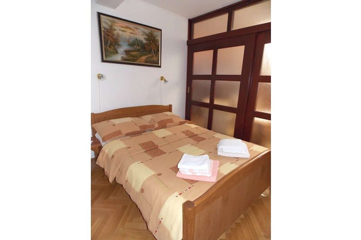 Ferienhaus mit 3 Ferienwohnungen - Ferienwohnung in Malinska mieten