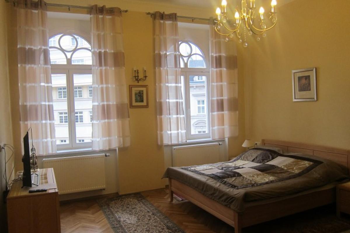 Citywohnung mit flair ferienwohnung in karlovy vary mieten - Wohn schlafzimmer ...