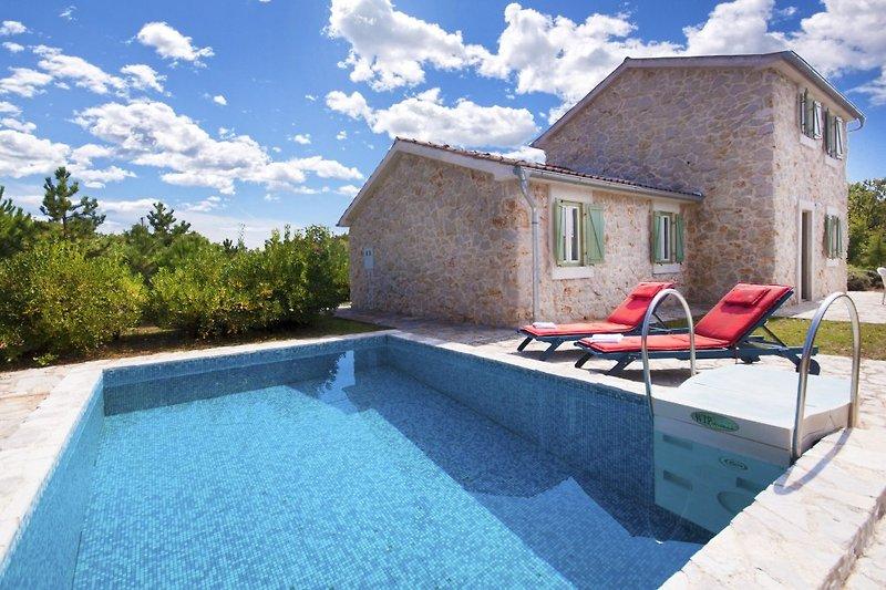 Villa Vedrana, die schöne Steinhaus mit privatem Pool