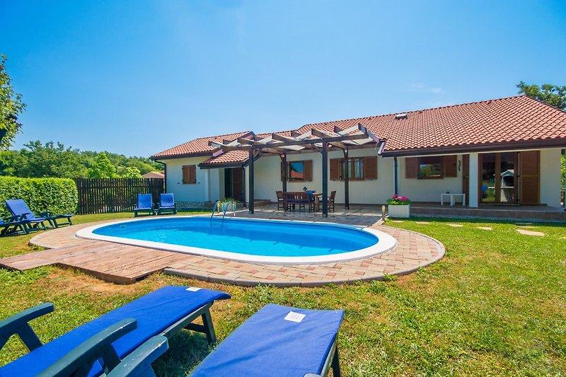 Villa Nika mit Pool