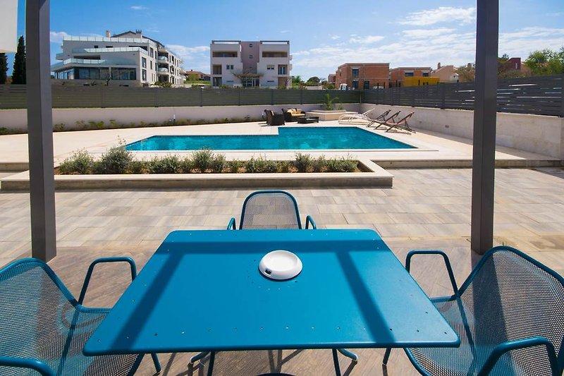 Privater Pool, Garten hat einen gemeinsamen Pfad