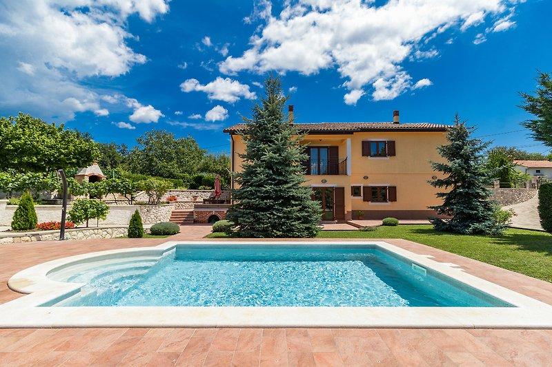 Villa Augustina, in einer ruhigen Gegend mit viel Sonne