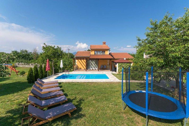 Die Villa Miranda - Pool, großer Garten, Veranda mit Poolblick