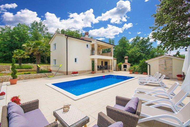 Villa Olifi -großer privater Pool, warme und sonnige Gegend