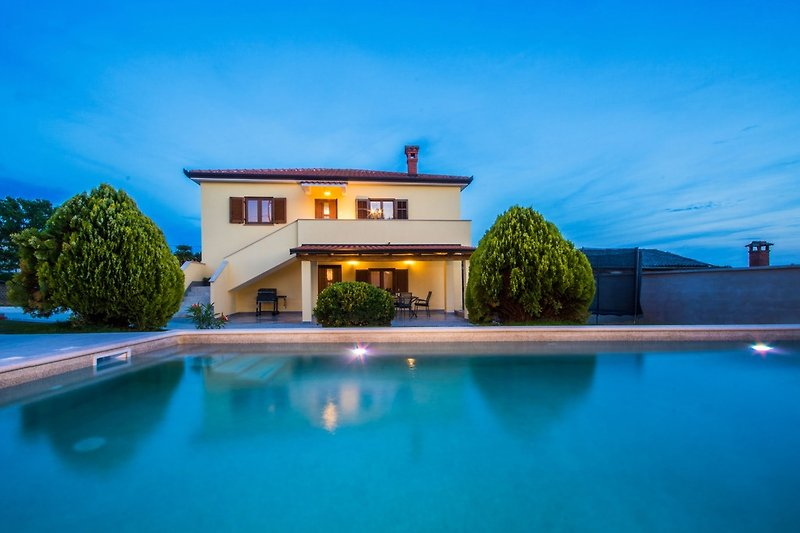 Villa Nino mit Pool