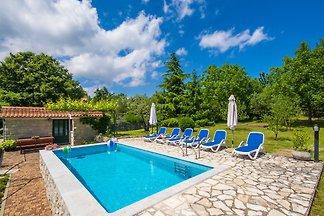 schönes, ruhig gelegenes Poolhaus