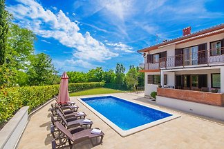 Excellent villa with pool, 2 km from Labin