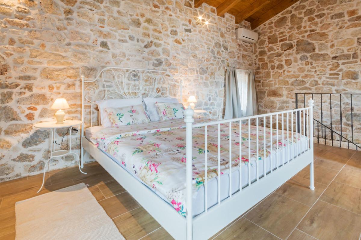 villa lucy ferienhaus in baderna mieten. Black Bedroom Furniture Sets. Home Design Ideas
