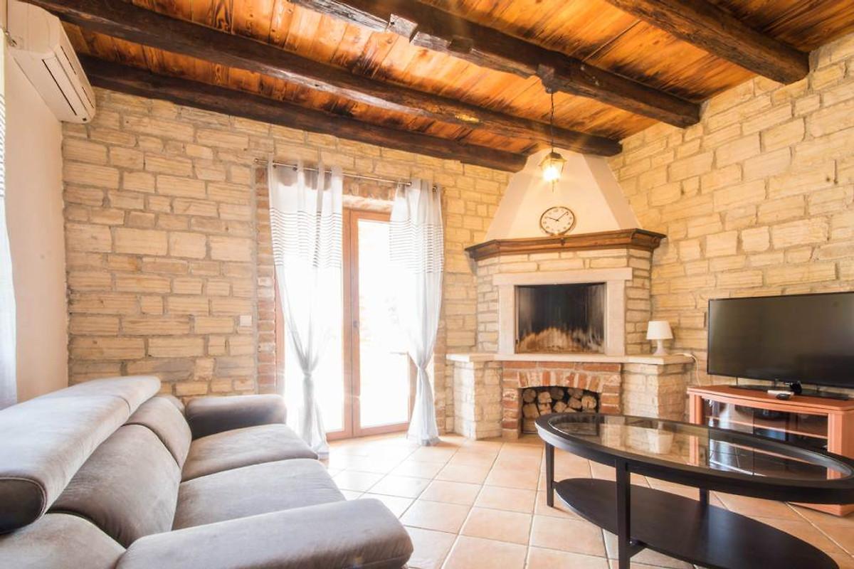 villa tara in labin familie zandel. Black Bedroom Furniture Sets. Home Design Ideas