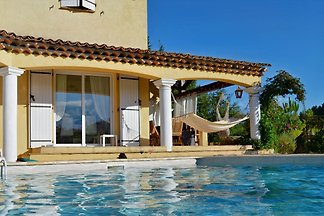 Beautiful holiday home with heated, private pool, only 15 min. To the beach, centrally located