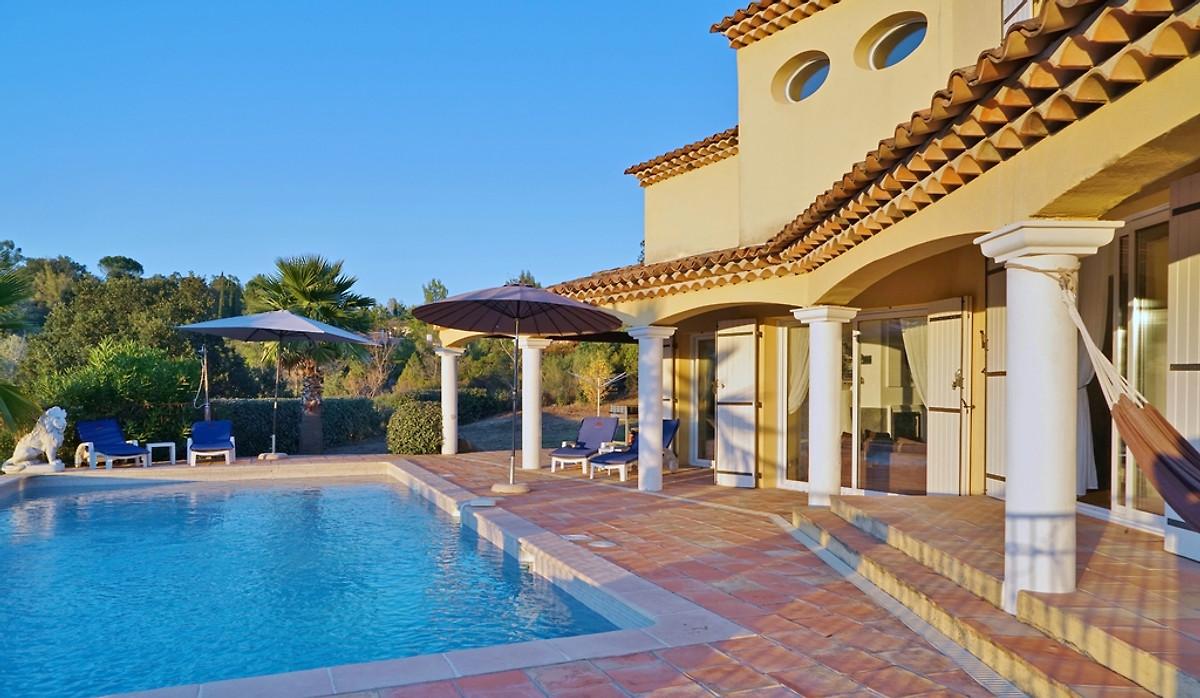 Villa soleil des adrets maison de vacances montauroux for Soleil piscine montauroux