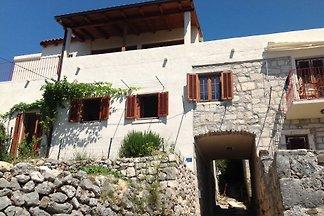 Casa de piedra con vistas panorámicas al mar