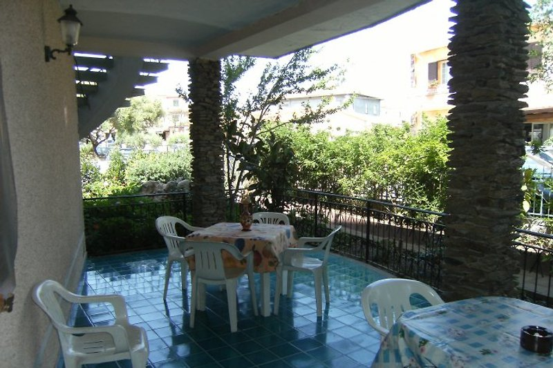Terrasse mit viel Platz zum Relaxen