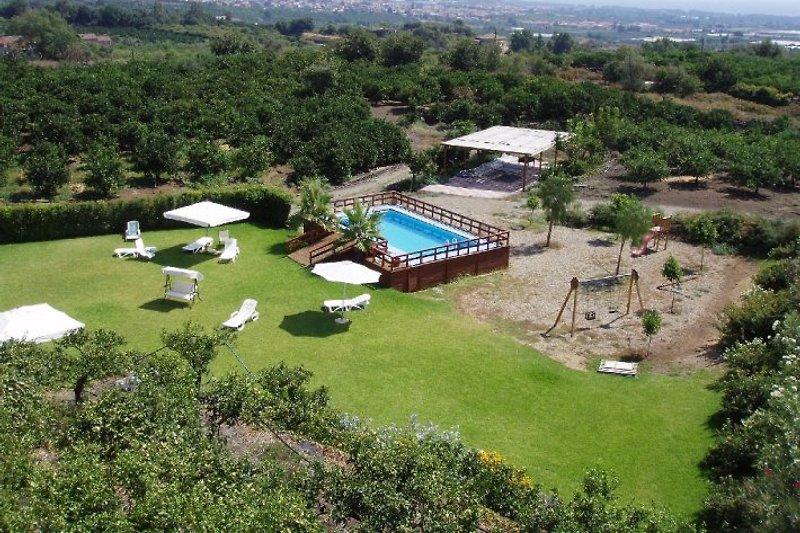 Gelände mit Pool