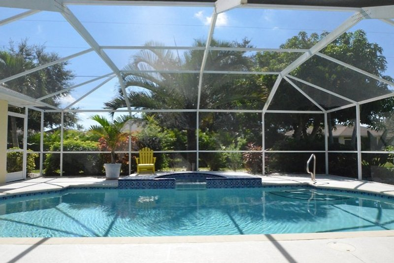 Pool mit Whirlpool