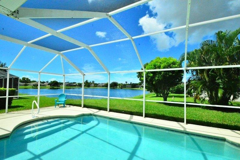 Blick v. Pool über den See