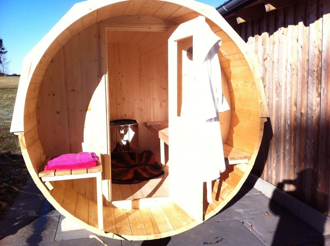 wohnen im strohballen ferienhaus ferienhaus in gillenfeld mieten. Black Bedroom Furniture Sets. Home Design Ideas