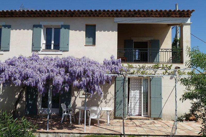 Schattige Terrasse und Loggia
