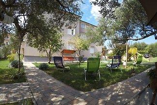 Apartments villa Ilijic
