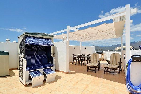 100qm Dachterrasse laden mit Pergola zum Sonnen ein