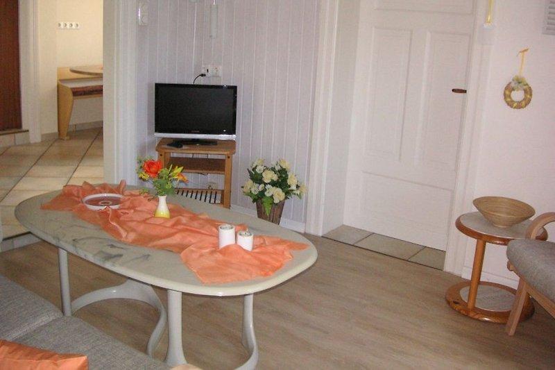 Der Wohnraum m. Blick z. Küche