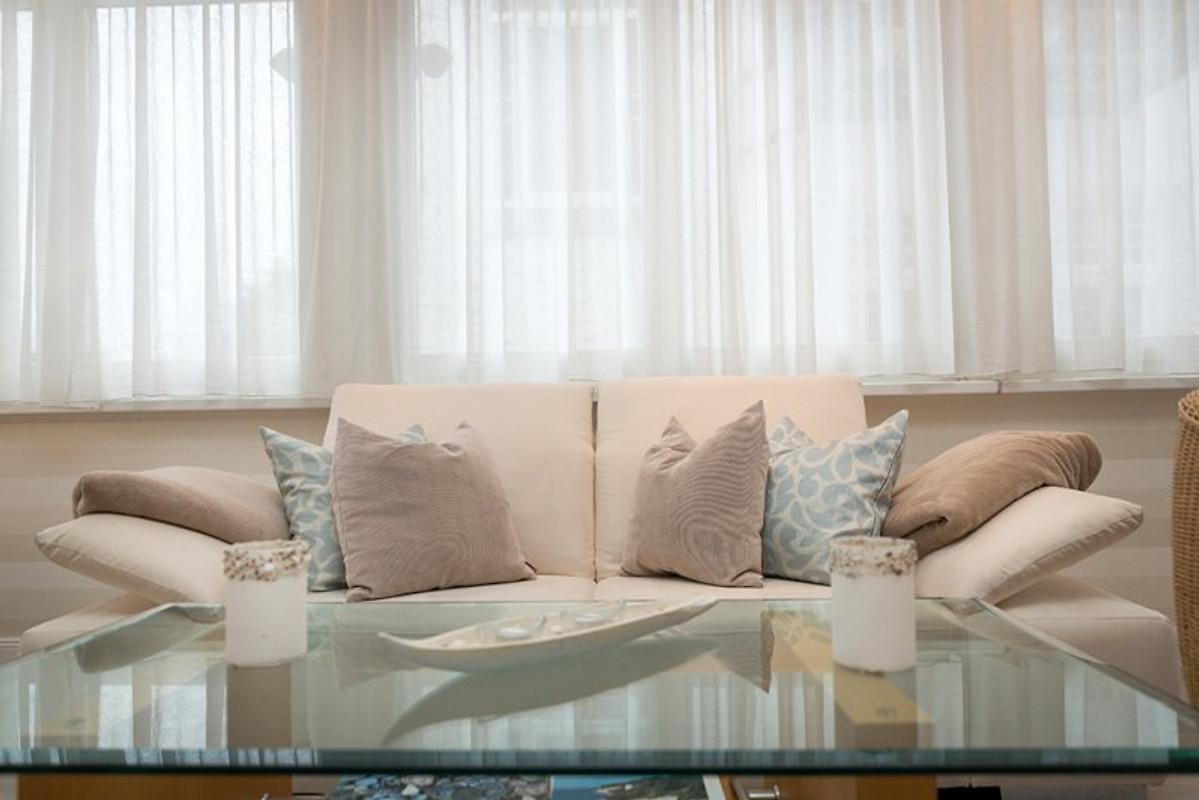 fewo sommerwind direkt am strand ferienwohnung in binz mieten. Black Bedroom Furniture Sets. Home Design Ideas